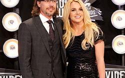 Бритни Спирс и Джейсон Травик. Фото с сайта dni.ru