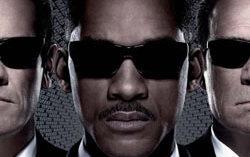 Промоплакат фильма «Люди в черном 3». Изображение с сайта yugopolis.ru