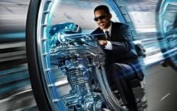 Фрагмент постера к фильму «Люди в черном 3»