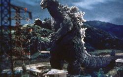 Кадр из фильма «Годзилла».
