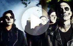 Кадр из клипа Travis Barker & Yelawolf